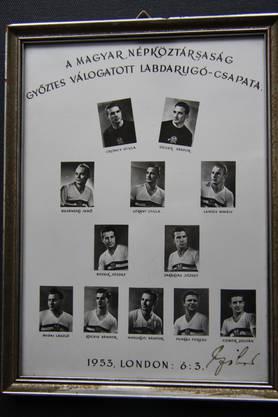 Dieses signierte Mannschaftsbild erhielt Fredy Wyss von den Ungarn