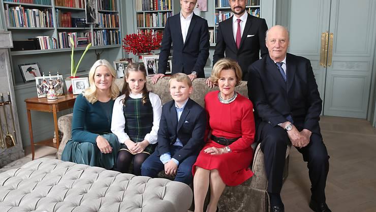 Marius Borg Høiby (oben links) auf dem königlichen Familienbild: Der Sohn von Kronprinzessin Mette-Marit geht zum Studium nach Kalifornien. (Archivbild)