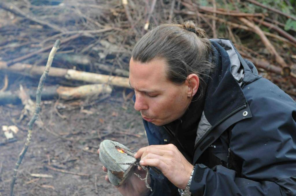 Gion Saluz leitet die Survival-Trainings seit über sechs Jahren. (© swiss-survival-training.com)