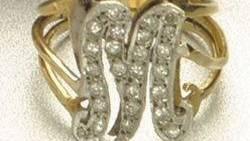 Dieser Diamanten-Ring gehörte einst Marilyn Monroe - im April 2003 wurde er während einer Ausstellung in Schottland gestohlen.