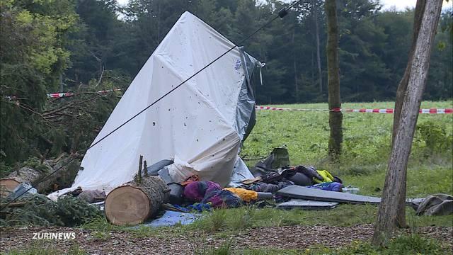 15-Jähriger beim Zelten von Baum erschlagen