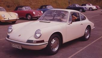 Das Porsche 911 2.0 Coupé ging 1964 in Produktion. Die Modelle 356 C (im Hintergrund) wurden noch bis 1965 gefertigt.