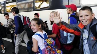 Damit auch künftig jedes Kind an einem Ski- oder Klassenlager teilnehmen kann, hoffen Schulen auf Hilfe der SBB. (Archivbild)