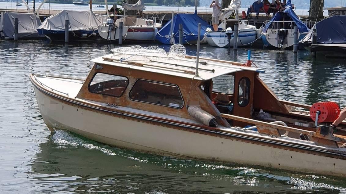 Mann klaut Boot am Zürichsee und baut Unfälle