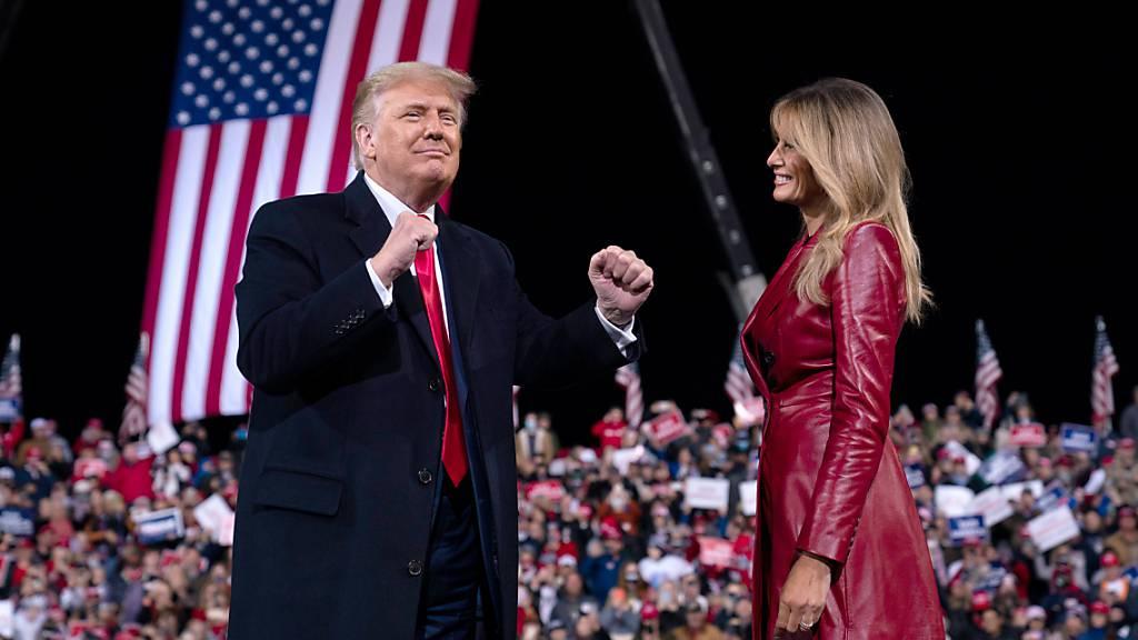 Siegesfest nach Niederlage: Trump erstmals wieder auf der Bühne