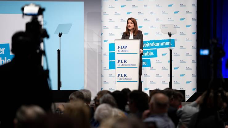 Leitete wenige Monate vor den Wahlen einen klimapolitischen Kurswechsel ein: Parteipräsidentin Petra Gössi. (KEYSTONE/Anthony Anex)