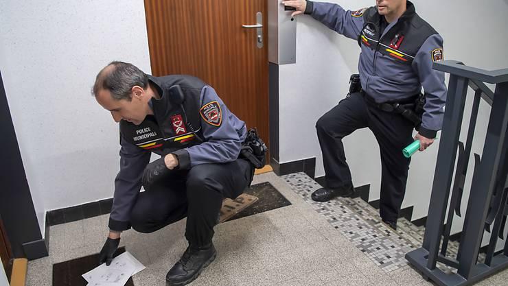 Gemeindepolizisten mussten auf Gesuch hin die Wahlkuverts vor Ort abholen. Die Wahlbüros blieben am Sonntag geschlossen.