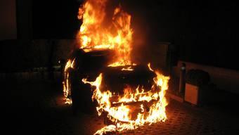 Warum das Auto Feuer gefangen hat, ist unklar. (Themenbild)