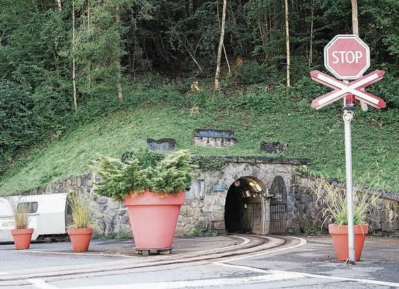 Unauffälliger Eingang in ein weitläufiges Stollensystem: Die Mine ob Bex.
