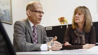 Fallpauschalen prägen ihre Arbeit: Peter Dür, Ärztlicher Direktor der Spitäler AG, und Pflegedirektorin Gudrun Hochberger.