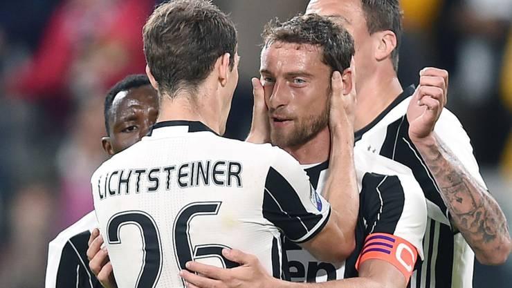 Claudio Marchisio und Stephan Lichtsteiner jubeln im Juve-Dress (Archivaufnahme)