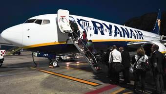 Sollte nur noch gegen Aufpreis möglich sein: Handgepäck auf einem Ryanair-Flieger. (Archivbild)