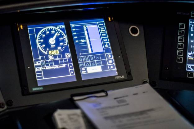 Auf der Strecke Bern - Olten hat die SBB in Zusammenarbeit mit Stadler neue digitale Assistenzsysteme für Lokführer getestet.