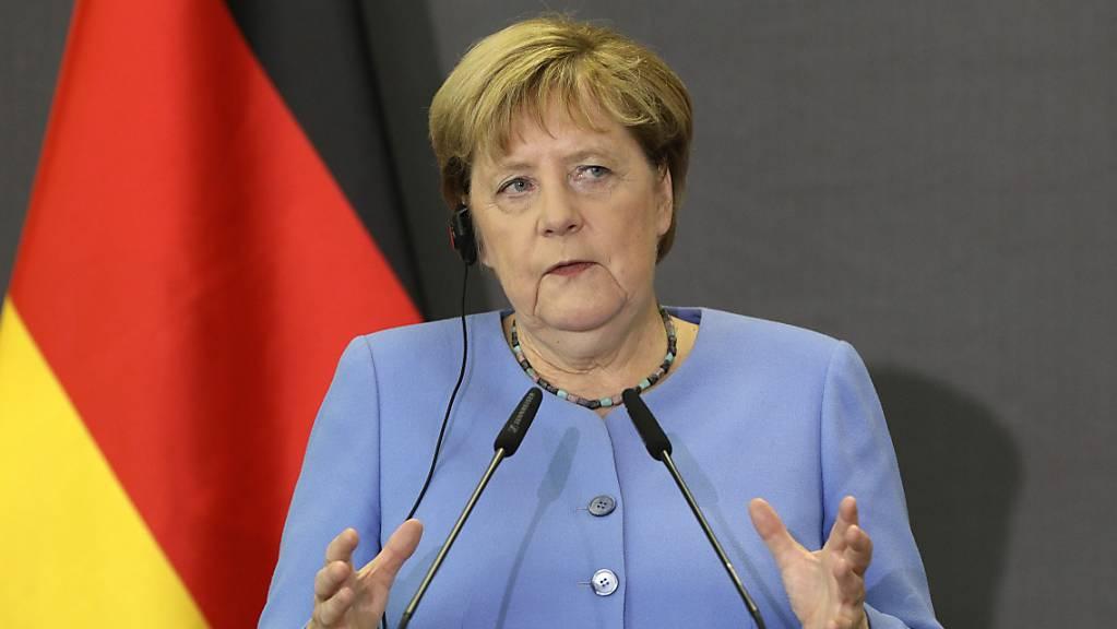 dpatopbilder - Deutschlands Bundeskanzlerin Angela Merkel (CDU) nimmt an einer gemeinsamen Pressekonferenz mit dem albanischen Premierminister Rama teil. Wenige Wochen vor ihrem Ausscheiden aus der Politik hat Merkel das Interesse Deutschlands an den Westbalkan-Staaten bekräftigt. Foto: Franc Zhurda/AP/dpa