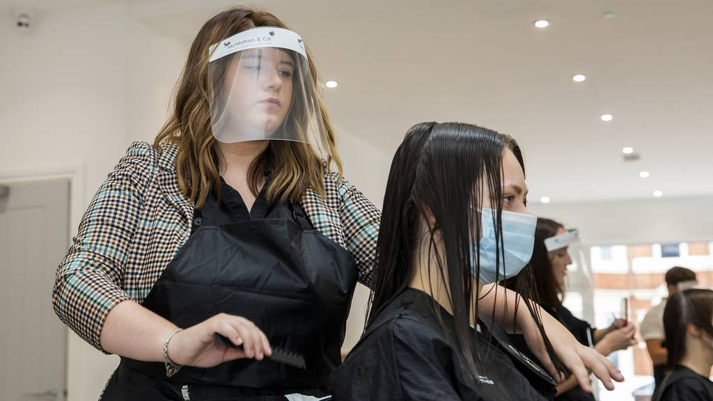 Haarschnitte sollen für beide Geschlechter gleichviel kosten.