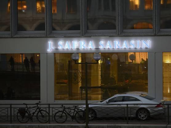 Zum weit verzweigten Clan, der mit der Basler Privatbank Sarasin zu Wohlstand gekommen ist, gehören heute rund 140 Familienmitglieder. In der Bank, die 2013 von der brasilianischen Safra Group geschluckt worden ist, steht mit Yves Sarasin nur noch ein Mitglied der einst dominanten Familie auf der Payroll.