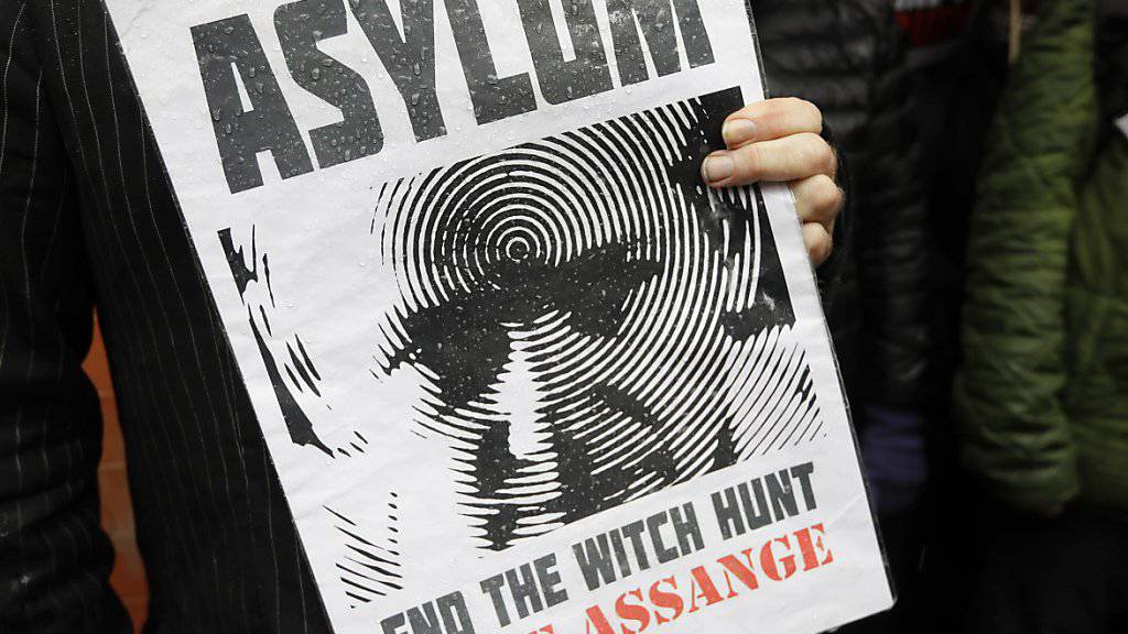 """Unterstützer fordern ein Ende der """"Hexenjagd"""" auf Assange - doch wurde der Wikileaks-Gründer auch von seinen Gastgebern ausspioniert? (Archivbild)"""