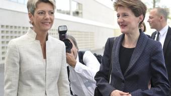 Regierungspräsidentin Karin Keller-Sutter, links, begrüsst Bundesrätin Simonetta Sommaruga