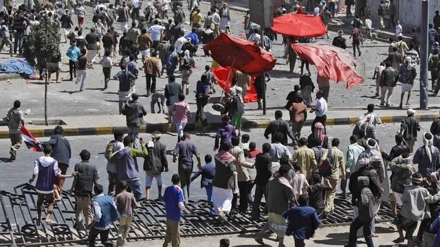 Die einen sind für die Regierung, die anderen dagegen: Zusammenstoss von Demonstranten im Jemen