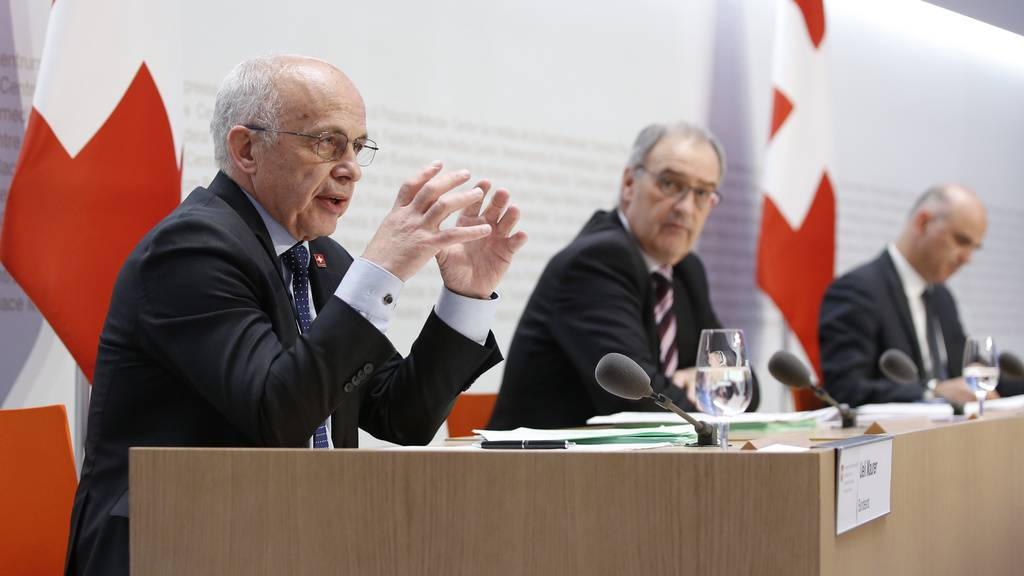 Bundesrat Ueli Maurer informiert über die Finanzhilfe des Bundes.
