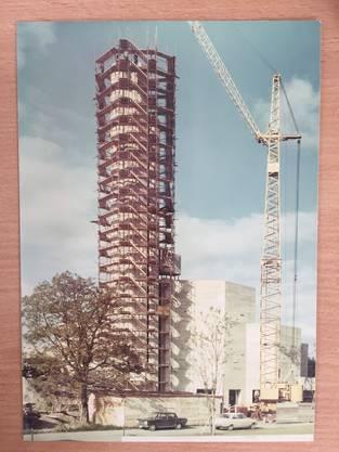 Aufnahme der Bauarbeiten am vielkantigen Turm 1967.