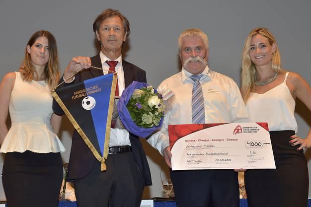 AFV-Präsident Hans Aemisegger (rechts) mit dem neuen Amateur-Liga Präsidenten Dominique Blanc.