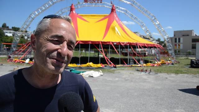 «Es ist eine riesige Freude»: Johannes Muntwyler, Direktor des Circus Monti, erklärt die Vorzüge des neuen Zirkuszelt