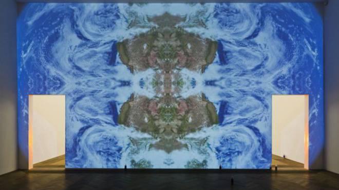 Sinnlich und betörend: das Video «Loop Revolution» von Pamela Rosenkranz im Istituto Svizzero.  Foto: Gunnar Meier/Karma International, Zurich, und Miguel Abreu Gallery, New York