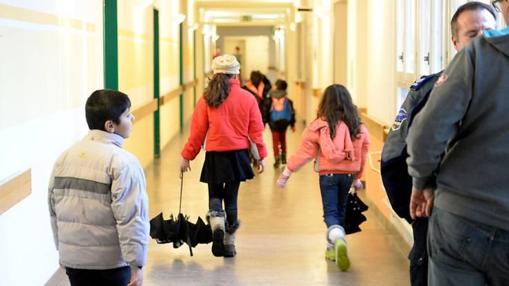 Flüchtlingskinder aus Syrien im Asylzentrum Zofingen. In den nächsten drei Jahren werden 3000 Flüchtlinge aus Syrien in die Schweiz kommen - eine erste Gruppe ist nun da. (Archiv)