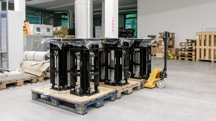 Im Bild: Die von Consel hergestellten halbautomatischen Hochsicherheitspoller, einer davon ausgefahren.