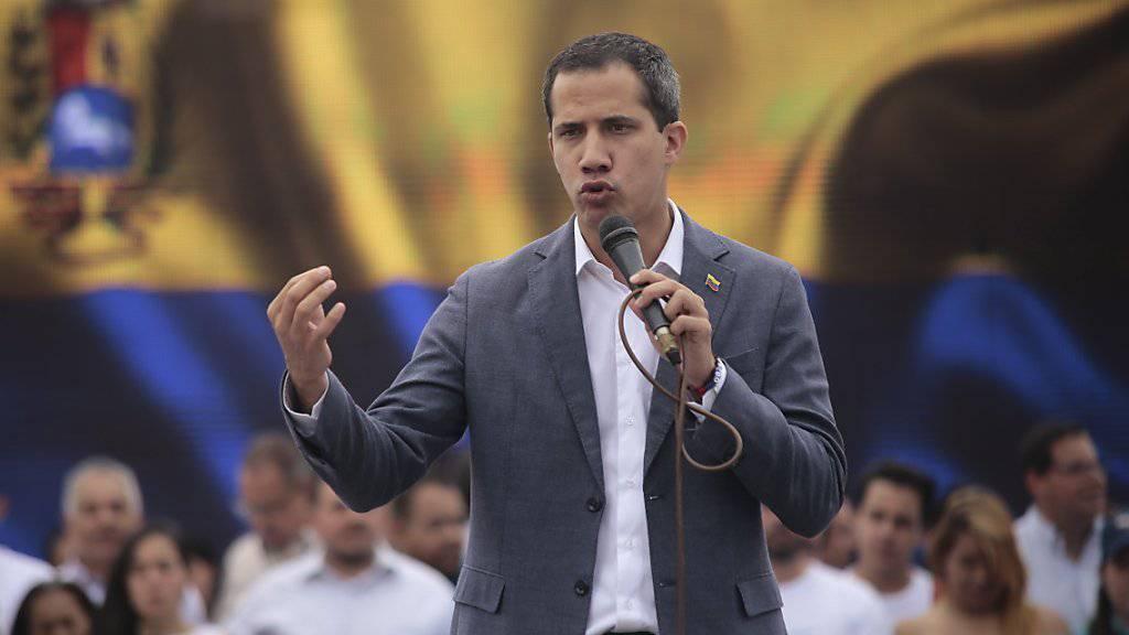 In Venezuela hat Oppositionsführer Juan Guaido (im Bild) am Dienstag die Schlussphase in dem seit Monaten tobenden Machtkampf mit Präsident Nicolas Maduro ausgerufen. (Archivbild)