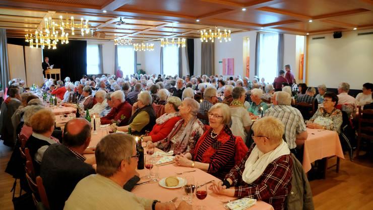 Der grosse Saal im Langasthof Ochsen war bis auf den letzten Platz gefüllt.