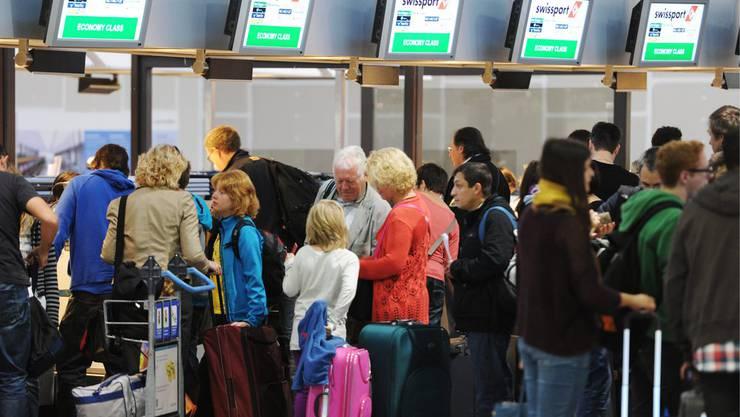 Noch mehr Flugpassagiere werden künftig am Flughafen Zürich Kloten erwartet (Themenbild).