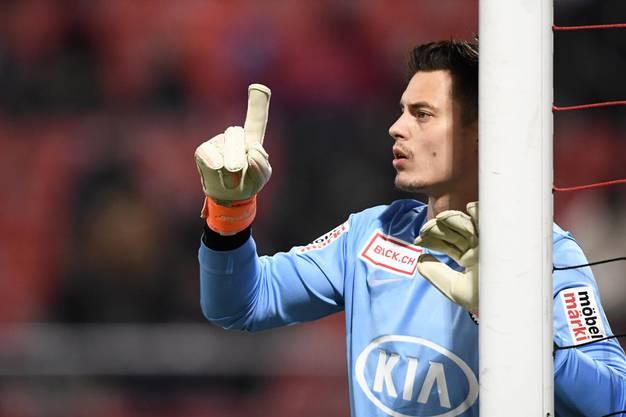 Aarau-Goalie Steven Deana muss sich an der rechten Hand operieren lassen.