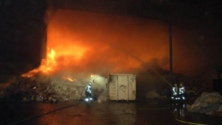 Brand im Entsorgungsbetrieb Allschwil