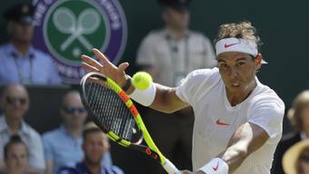 Rafael Nadal beim Return im Spiel gegen den australischen Teenager Alex de Minaur