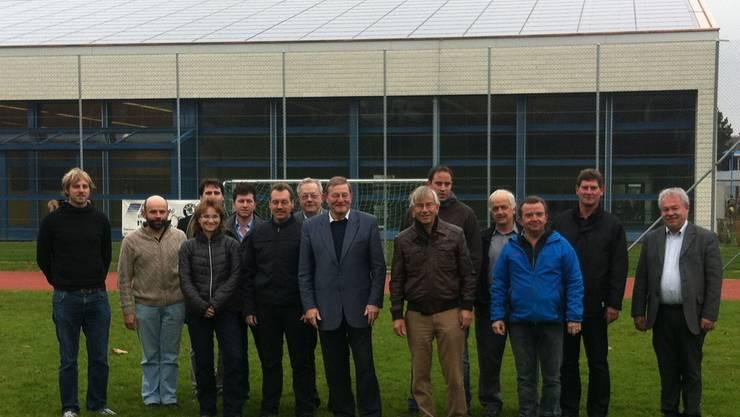 Die neue Photovoltaikanlage wurde vom Projektteam offiziell dem Gemeinderat übergeben. cs