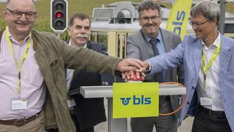 Sie stellten das Signal auf Grün (v.l.): Rudolf Stämpfli (BLS), René Maire (Gemeinde Mühleberg), Peter Füglistaler (Bundesamt für Verkehr), Christan Aebi (Kanton Bern).