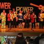 Die ehemaligen Mümliswiler Obernarren oder eben MON machen das, was sie am besten können: Miteinander über sich und andere singen