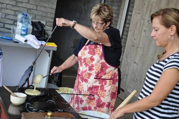 Traditionelle Nieblen (Waffeln) werden frisch vor Ort gemacht