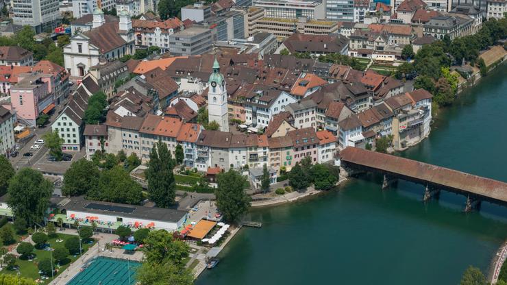 Das Inventar der Kunstdenkmäler wird nicht nur die Bauten der Altstadt von Olten aufnehmen, sondern auch wichtige Werke des 20. Jahrhunderts, wie das Schwimmbad Schützenmatte (links unten).