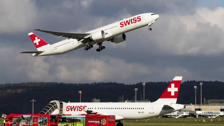 Die Fluggesellschaft Swiss hat im April mehr Passagiere befördert und auch mehr Flüge durchgeführt. (Archiv)