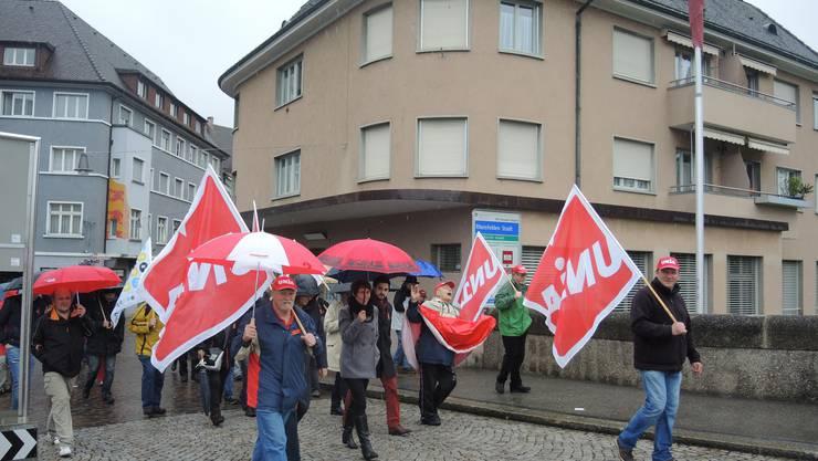 Auch Nationalrat Cédric Wermuth und Kandidatin Colette Basler (Bildmitte) haben am Demomarsch zum Inseli teilgenommen.