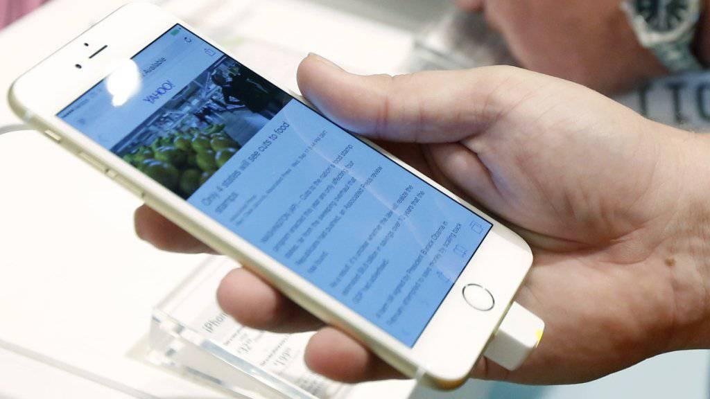 Das iPhone ging inzwischen mehr als eine Milliarde Mal über den Ladentisch. (Archiv).
