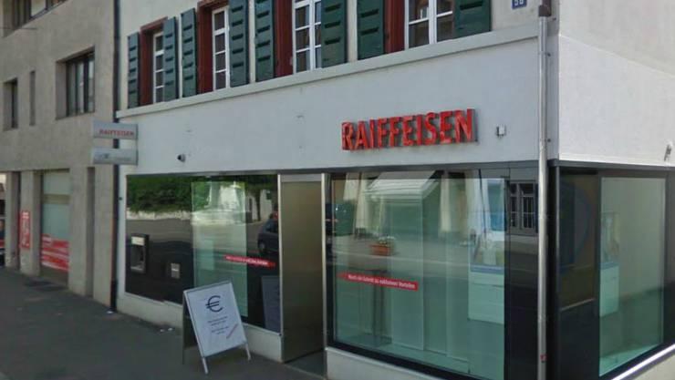 Diese Filiale der Raiffeisenbank in Riehen hatte der Mann im April 2013 überfallen.