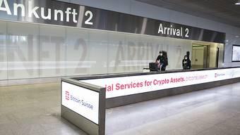 Rund 2000 Schweizerinnen und Schweizer hat das EDA mit gecharterten Flugzeugen aus dem Ausland in die Schweiz zurückgeholt. Die meisten Maschinen landeten am Flughafen Zürich-Kloten. (Archivbild)