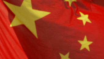 Eine chinesische Flagge: China senkt seine Leitzinsen (Symbolbild)