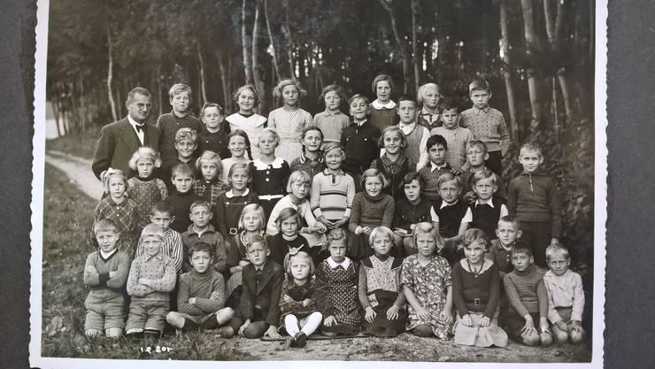 Klassenfoto 1938 mit Lehrer Otto Stoessel