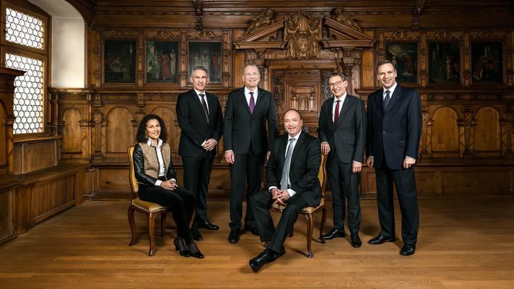 Von links nach rechts: Staatsschreiberin Vincenza Trivigno, Alex Hürzeler, Landstatthalter Stephan Attiger, Landammann Dr. Markus Dieth, Dr. Urs Hofmann, Jean-Pierre Gallati