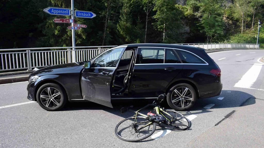 Velofahrerin bei Verkehrsunfall schwer verletzt